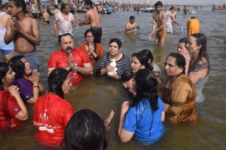 Group dip at Kumbh 2019 with Mohanji