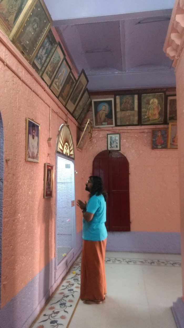 Mohanji Chronicles - Back from the dead – A tryst with Swami Samarth of Akkalkot - Mohanji offering prayers 6