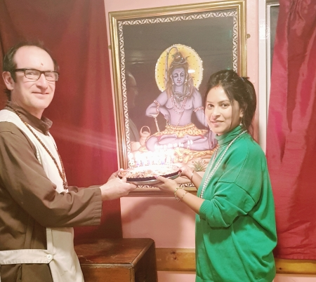 Truth of Darkness to Light With Mohanji _Cake Offering