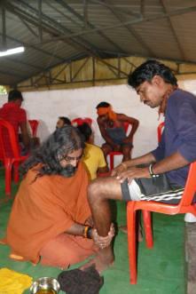 A Royal Vision_Mohanji Pressing leg 1