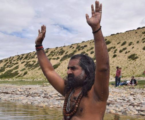 Mohanji_blessing_at Manasarovar.jpg