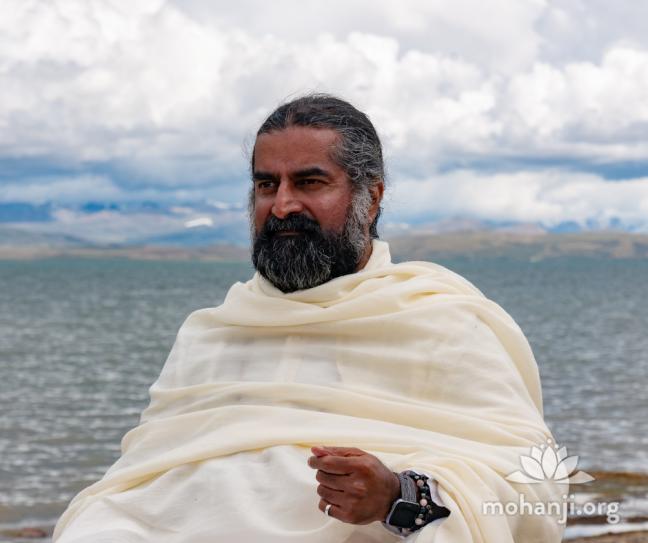 mohanji-at-manasarovar-lake-2019-kailash-trip