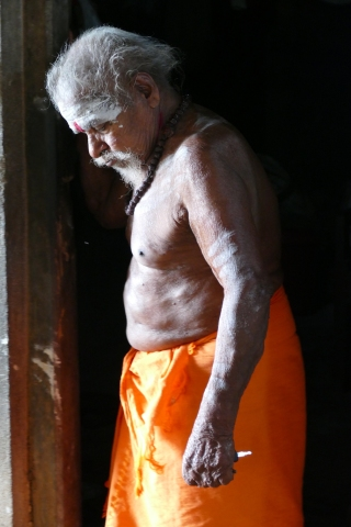 mohanjichronicles - Farewell Chandu Kutty Swamy - Applying ash-6
