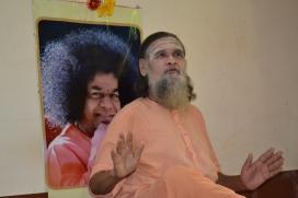 mohanjichronicles-Gopal Krishna Baba Poses-3